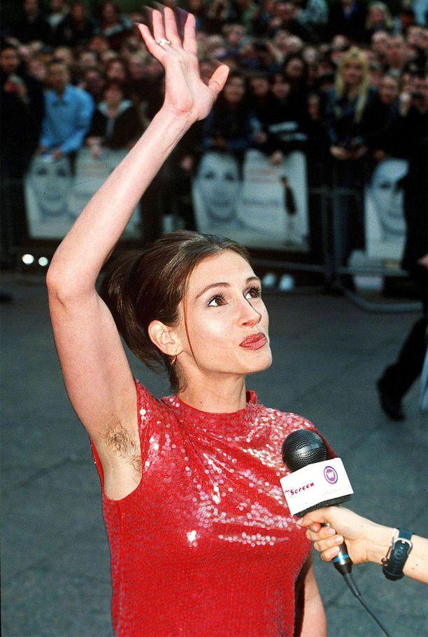 Julia Roberts näytti mallia jo Notting Hill -elokuvansa ensi-illassa.