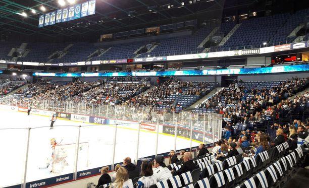 Hartwall-areensassa on enemmän tyhjiä kuin varattuja paikkoja Suomen ja Venäjän ottelussa.