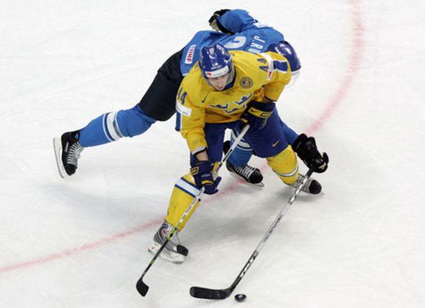 Johan Åkerman oli tällä kertaa se Hannu Hanhi, joka sai kunniakseen kaataa Suomen.