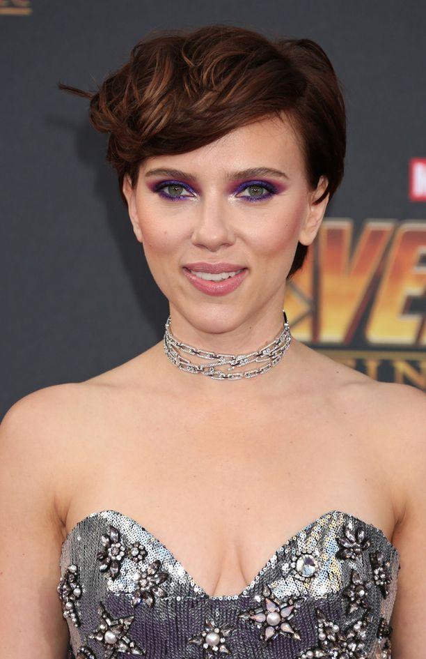 Scarlett Johansson tunnetaan lukuisten muiden roolien lisäksi myös Marvel-elokuvien sarjakuvahahmo Mustana Leskenä.