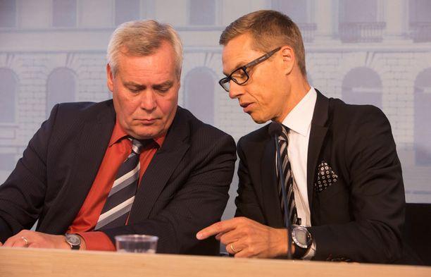 SDP:n puheenjohtaja Antti Rinne ja kokoomuksen puheenjohtaja Alexander Stubb ovat sopineet uusien ministerien tehtäväjaosta.