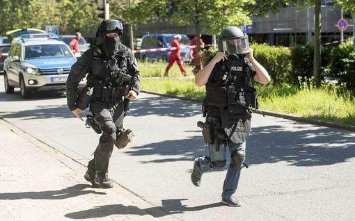 Asemies hyökkäsi elokuvateatteriin Saksassa - kuoli poliisin luoteihin