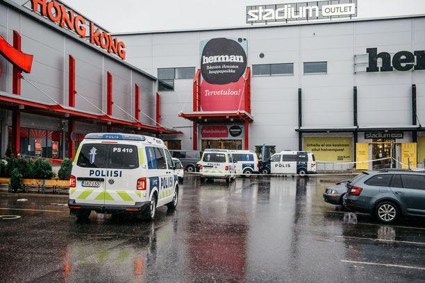 Yksi ihminen kuoli teräasehyökkäyksessä Kuopiossa 1. lokakuuta. Isku kohdistui ammattiopiston opiskelijoihin.