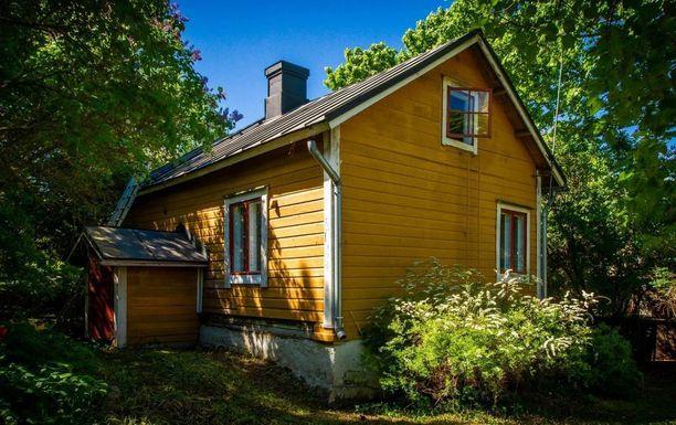 Tämä kohde listalla ei yllätä. Myynti-ilmoituksen mukaan kyseessä on Suomenlinnan vanhin omakotitalo. Talo rakennettiin vuonna 1868 Sinebrychoffin palveluskunnan käyttöön.