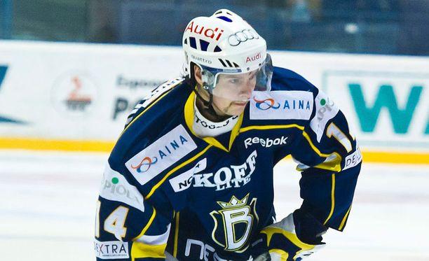 Petri Lammassaari pommitti Blues-paidassa 20 maalia kaudella 2008-2009.