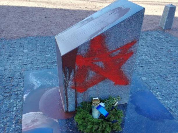 Primorskissa sotkettiin suomalaisten hautoja 23.helmikuuta.