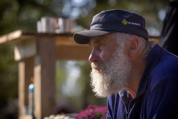 Juha Mieto hävisi mittapelin ja joutui kotimatkalle farmilta.