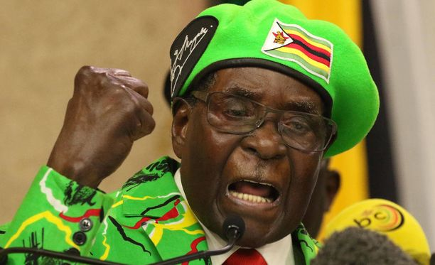 Robert Mugabe, 93, yritti keplotella vallan kahvaan oman vaimonsa Grace Mugaben, 52.