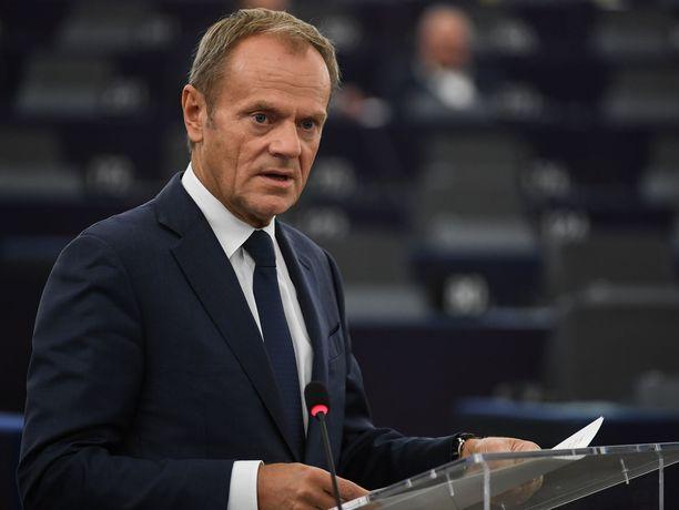 Eurooppa-neuvoston puheenjohtaja Donald Tusk suosittaa brexit-lykkäyksen hyväksymistä.