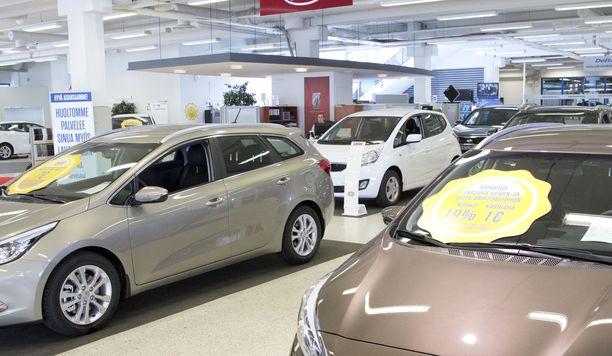 Uusien autojen myyntiä vauhdietaan usein kovilla rahoitus- ja varuste-eduilla.
