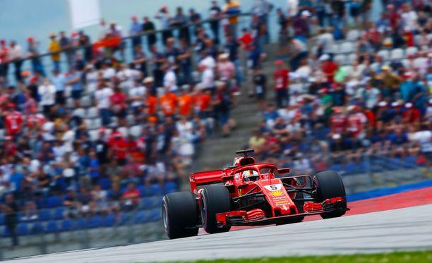 Sebastian Vettel oli kolmansissa harjoituksissa kelpoiskussa.