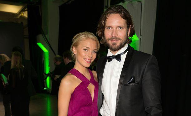 Laura Allonen ja Kai Vaine ovat menneet kihloihin.