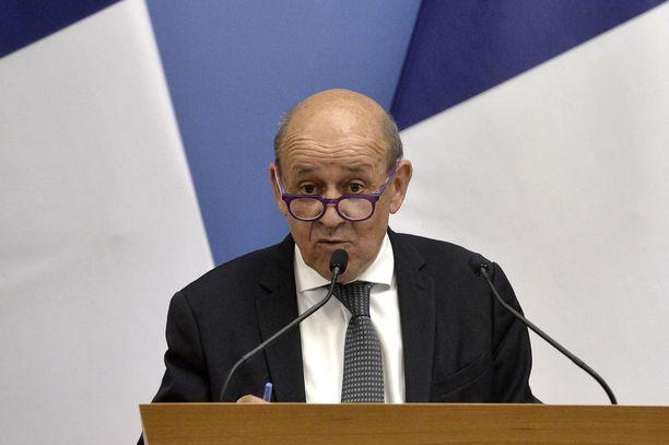Ranska reagoi sukellusvenekiistaan voimakkaasti. Kuvassa Ranskan ulkoministeri Jean-Yves Le Drian syyskuussa Unkarissa.