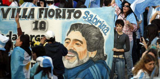 Argentiina ja Maradona saivat riemukkaan vastaanoton saapuessaan Argentiinaan.