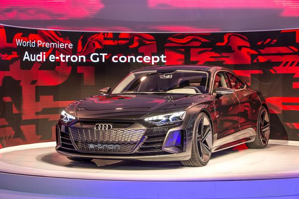 Audi e-tron GT on esitelty konseptimallina Los Angelesissa.