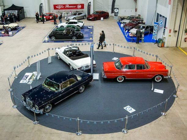 Suomen Mercedes-Benz klubi oli tuonut kolme 60-luvun Ässää uuteen Classic CarShowhun.