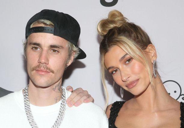 Justin ja Hailey Bieber esiintyivät yhdessä Justinin Seasons-dokumentin ensi-illassa tammikuussa 2020.