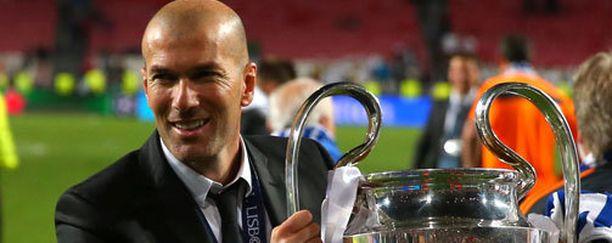 Zinedine Zidane jatkaa Real Madridin valmennustiimissä.