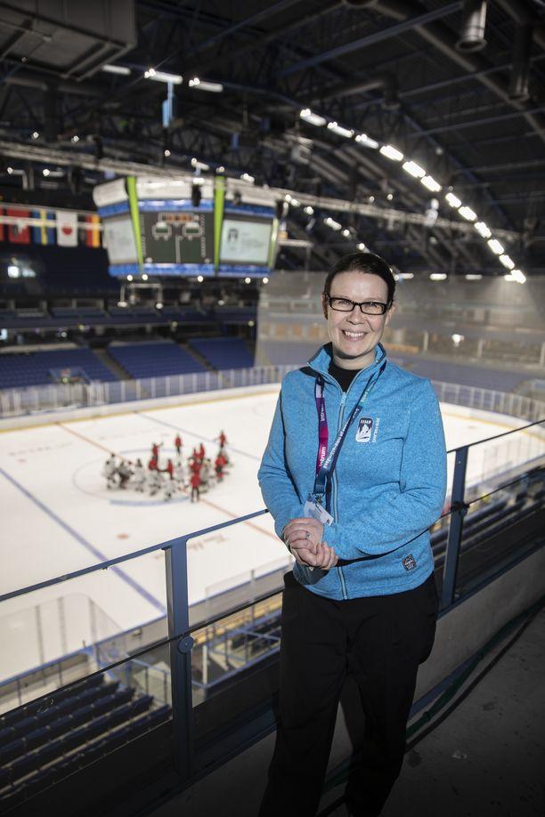 Tuula Puputti toimi jääkiekkoilun naisten MM-kisojen pääsihteerinä.