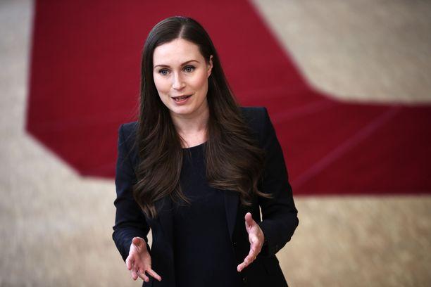 Pääministeri Sanna Marinin (sd) johtama hallitus esittää liikkumisrajoituksia keinoksi koronatartuntojen vähentämiseksi noin neljänneksellä.