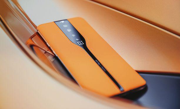 Oneplus Concept One -puhelimen nahkaiset yksityiskohdat ovat papaijanoranssit.