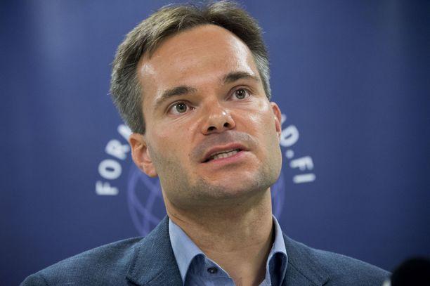 Kokoomuksen eduskuntaryhmän puheenjohtaja Kai Mykkänen.