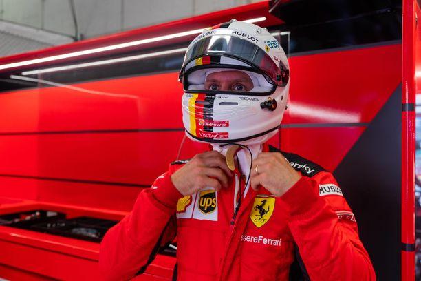 Sebastian Vettel sai tylyt pakit Ferrarilta.