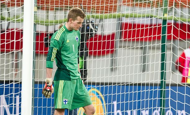 Lukas Hradecky koki kovia Klagenfurtissa Itävaltaa vastaan 2012.