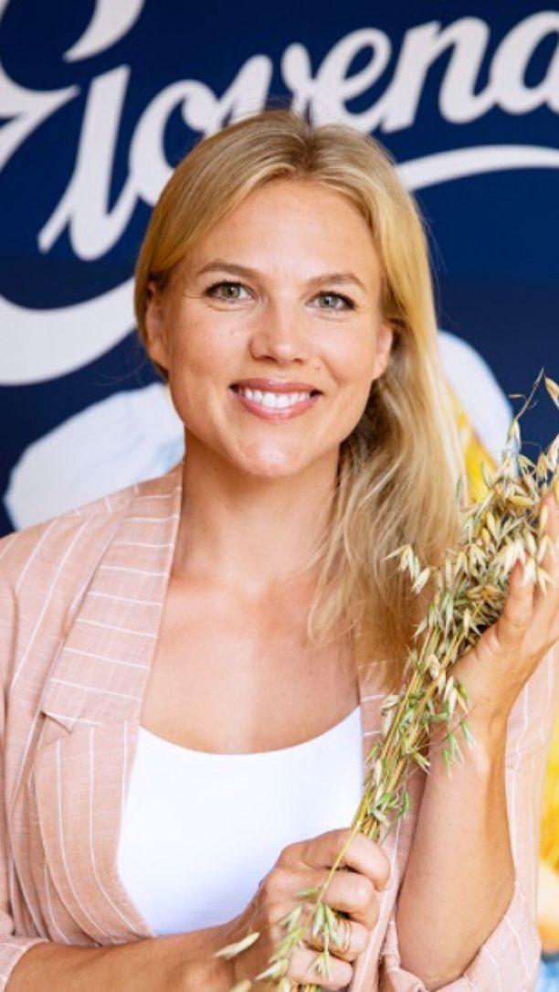 Emilia Vuorisalmi oli Raision kauratilaisuudessa kertomassa kauran vaikutuksesta hyvinvointiin.