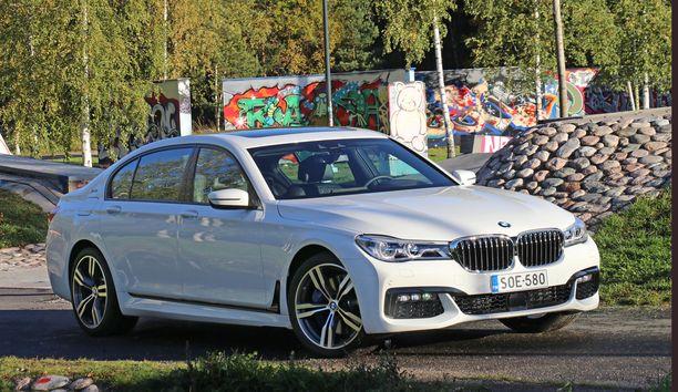 Ison pitkän BMW:n yleisilme  on tyylikkään hillitty.