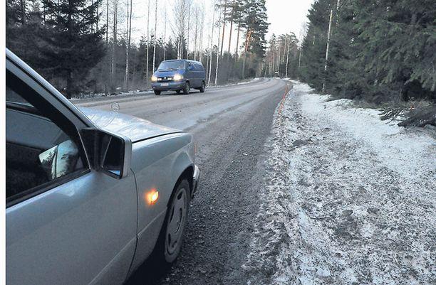 Iso huumelasti ja kuollut kuljettaja löytyivät tien varresta Inkoon läheltä.