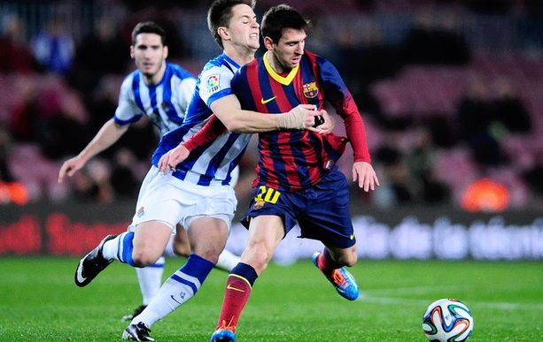 Lionel Messi paukutti tulisen vapaapotkun tolppaan, mutta jäi lopulta maaleitta.