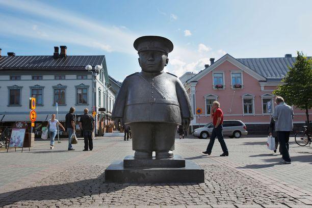 Tässä on Oulun tunnetuin patsas.