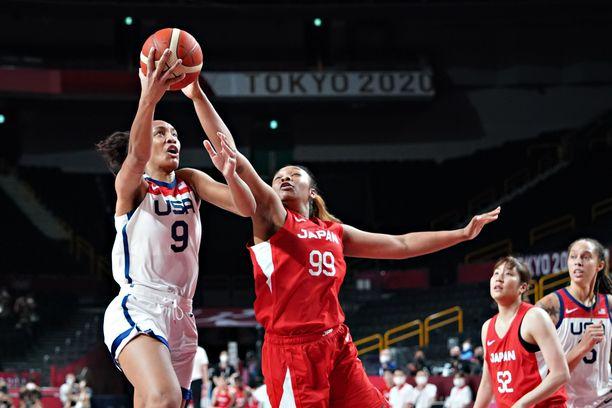 A'Ja Wilson avitti Yhdysvaltojen joukkueen koripallokultaan ja mitalitaulukon kärkeen.