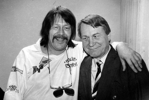 Irwinin Rentun ruususta tuli jättihitti, samannimistä albumia myytiin 125 000 kappaletta. Tapio Rautavaara oli kehottanut Vexiä tekemään laulun kulkurin kukasta, maitohorsmasta. Vexi vaihtoi kulkurin sijalle rentun, joka sopi Irwinin imagoon paremmin.