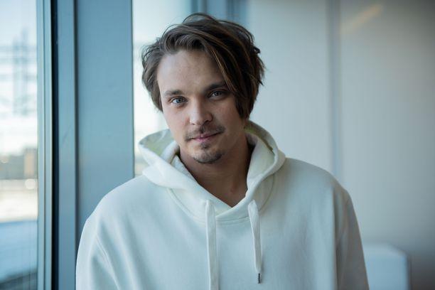 Roope Salminen, 30, tunnetaan esimerkiksi Putouksesta.