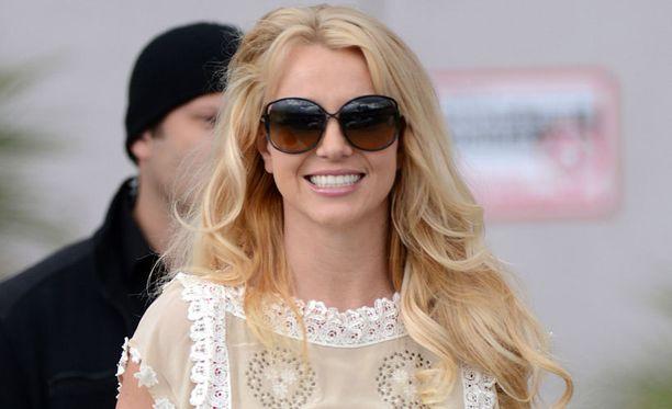 Britney Spearsin arvellaan muuttavan Kaliforniasta pian Las Vegasiin uusien työkuvioiden takia.