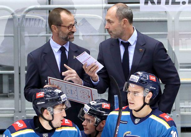 Jari Kaarela (vasemmalla) sai lähteä kaksi viikkoa Sergei Zubovin jälkeen.