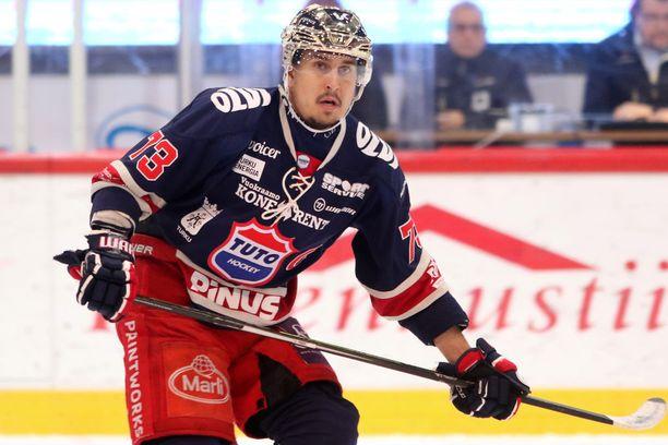 Niclas Lucenius on sivussa joukkueensa seuraavista 13:sta Mestis-ottelusta.