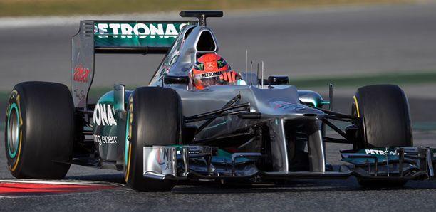 Michael Schumacher pääsi kurvaamaan ensi kierroksensa uudella autolla Barcelonassa.