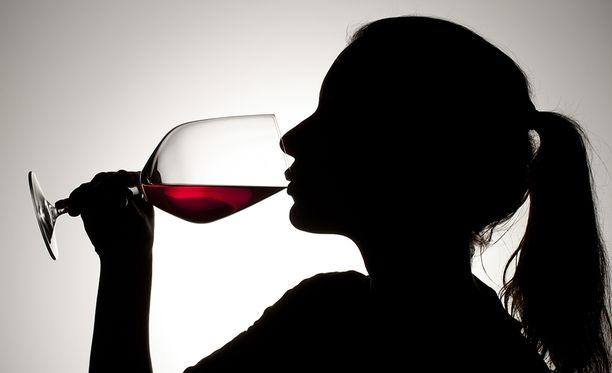 Jos tunnet syyllisyyttä juomisesta, saattaa olla paikallaan puhua jollekin juomisestasi.