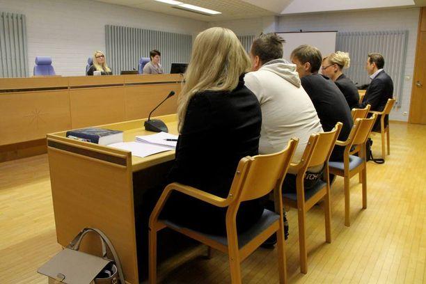 Oulun käräjäoikeudessa puitiin torstaina aamupäivällä yksityiselämää loukkaavan tiedon levittämistä.