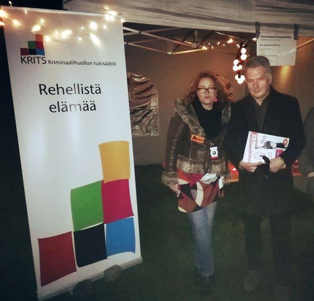 Kuvassa Kriminaalihuollon tukisäätiön asumispalvelukoordinaattori Mia Juselius sekä Sauli Niinistö.