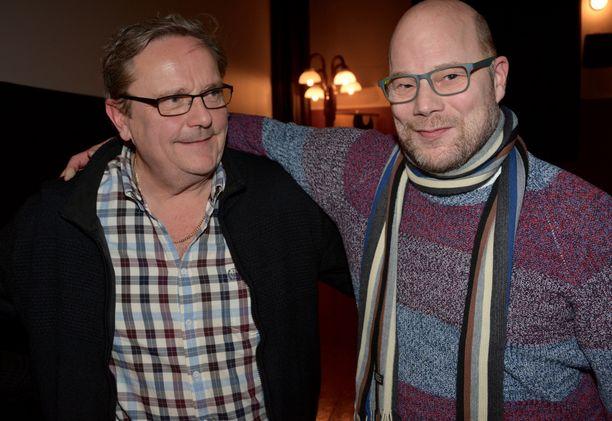 Jääkiekkovalmentaja Risto Dufva oli tullut Laitilaan varta vasten Mikkelistä asti nähdäkseen hyvän ystävänsä Saku Kuosmasen valkokankaalla.
