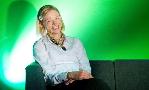 Erja Sipilä kannustaa nuoria naisia tekniikan aloille.