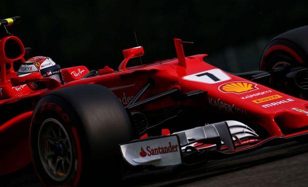 Kimi Räikkönen löysi parhaat ajolinjat Span radalta.