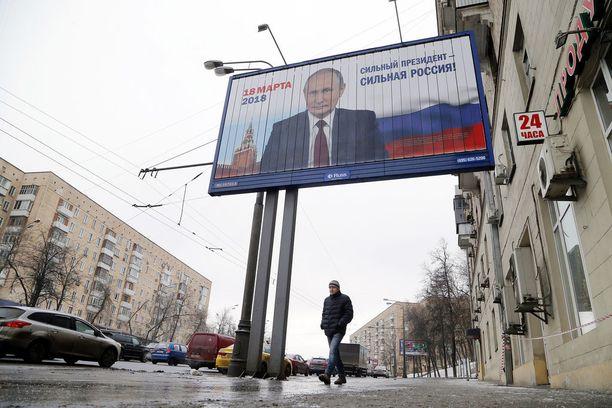 Vladimir Putinin vaalimainokset ovat näkyvästi esillä ainakin Moskovassa.