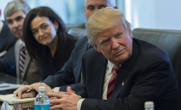 Trump järjestää virkaehdokkaiden välille pudotuskilpailuja tornissaan New Yorkissa.