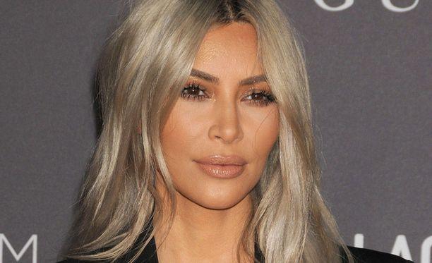 Kim Kardashian lähettää kaikille uutuustuoksujaan.
