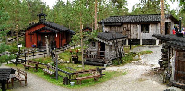 Arktisen museon rakennukset on pystytetty talkoovoimin.